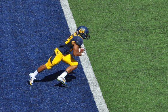 Khalfani Muhammad Returns a Kickoff from the Endzone