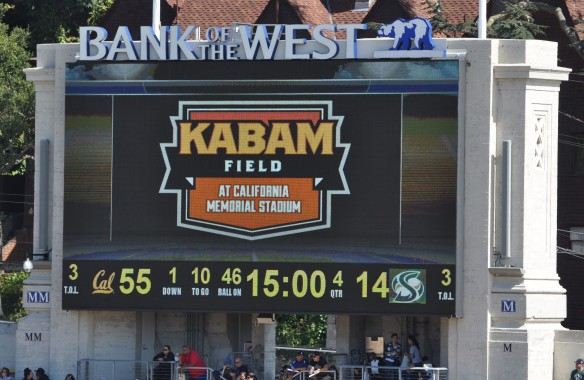 Kabam Logo on South End Scoreboard at Start of 4th Quarter