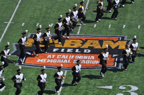 Cal v. Sacramento State 140906 5 Band on Kabam North End Logo